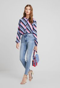 Calvin Klein Jeans - 010 HIGH RISE SKINNY ANKLE - Jeans Skinny - iconics everest stretch - 1