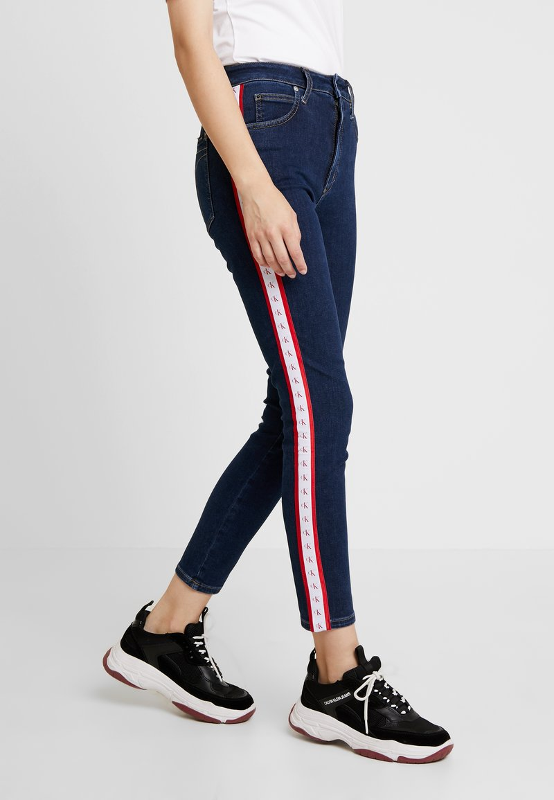 Calvin Klein Jeans - 010 HIGH RISE SKINNY ANKLE - Skinny džíny - april blue/white/red
