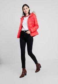 Calvin Klein Jeans - 010 HIGH RISE SKINNY ANKLE - Jeans Skinny Fit - black smart - 1