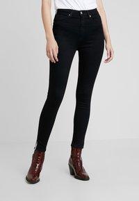 Calvin Klein Jeans - 010 HIGH RISE SKINNY ANKLE - Jeans Skinny Fit - black smart - 0
