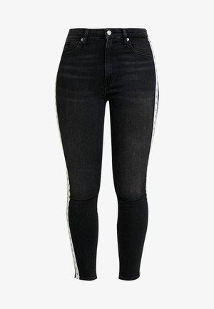 010 HIGH RISE SKINNY ANKLE - Jeans Skinny Fit - stockholm black monogram tape