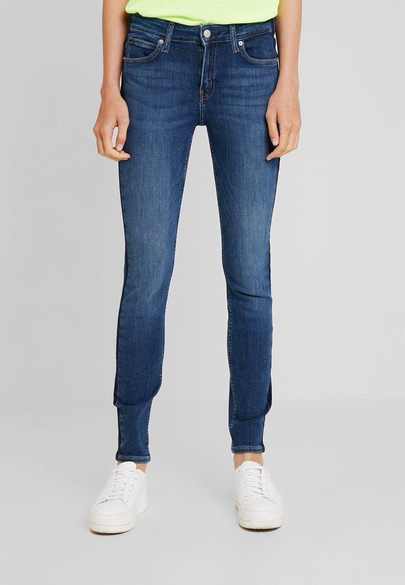 Calvin Klein Jeans - MID RISE SKINNY - Skinny džíny - taronga blue