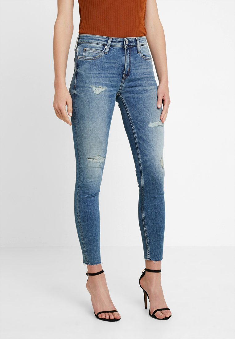 Calvin Klein Jeans - MID RISE ANKLE - Jeans Skinny Fit - cosey bluedenim patch raw
