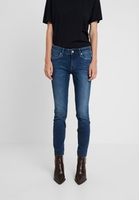Calvin Klein Jeans - MID RISE ANKLE - Jeans Skinny Fit - wesley blue raw hem - 0