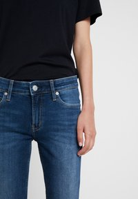 Calvin Klein Jeans - MID RISE ANKLE - Jeans Skinny Fit - wesley blue raw hem - 6
