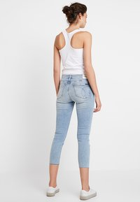 Calvin Klein Jeans - MID RISE CROP - Jeans Skinny Fit - everglades blueraw - 3