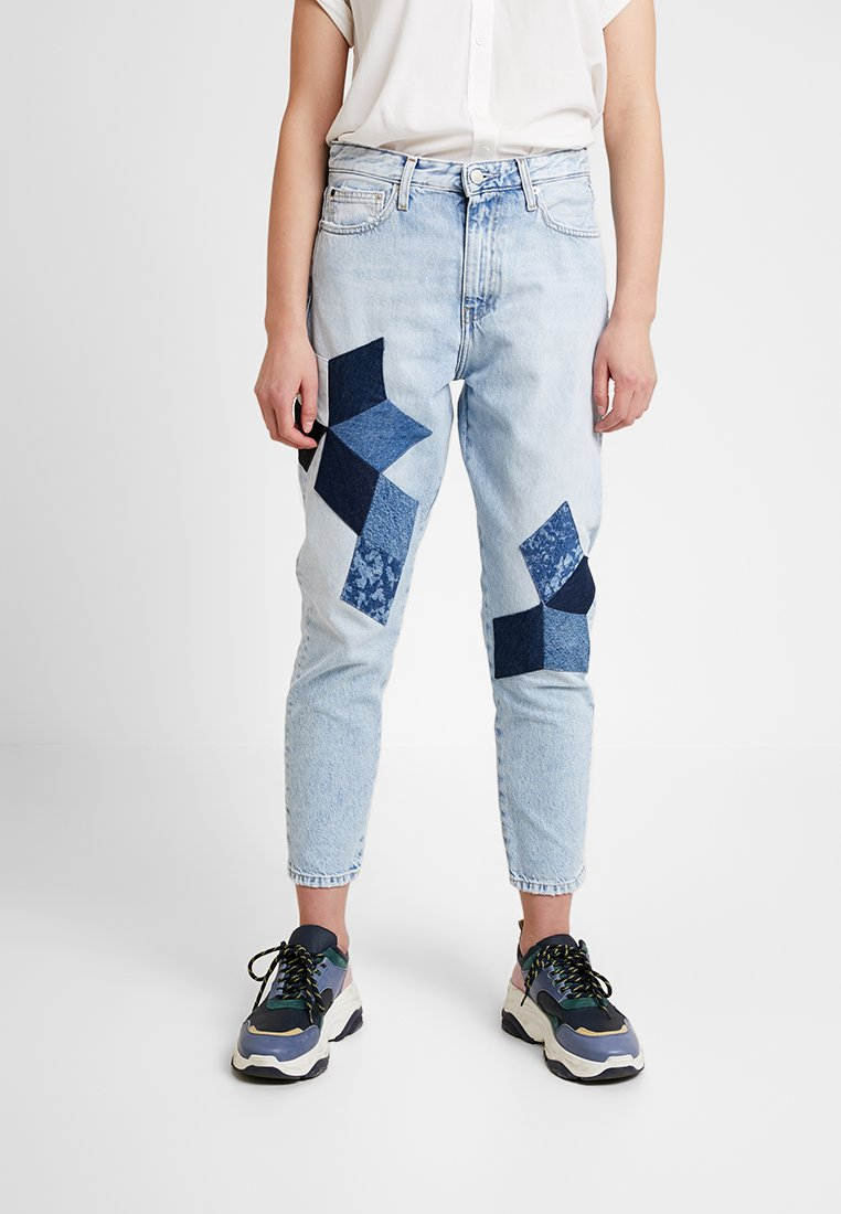 Calvin Klein Jeans - HIGH RISE SLIM CROP - Džíny Relaxed Fit - cold quilt