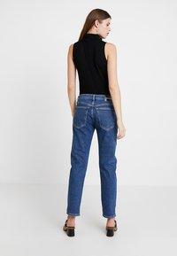 Calvin Klein Jeans - MID RISE BOY - Džíny Relaxed Fit - blue denim - 3