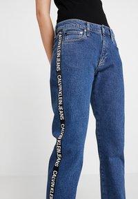 Calvin Klein Jeans - MID RISE BOY - Džíny Relaxed Fit - blue denim - 4