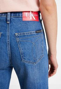 Calvin Klein Jeans - WIDE LEG ANKLE - Flared Jeans - iconic mid wear blue - 3