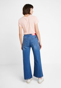 Calvin Klein Jeans - WIDE LEG ANKLE - Flared Jeans - iconic mid wear blue - 2