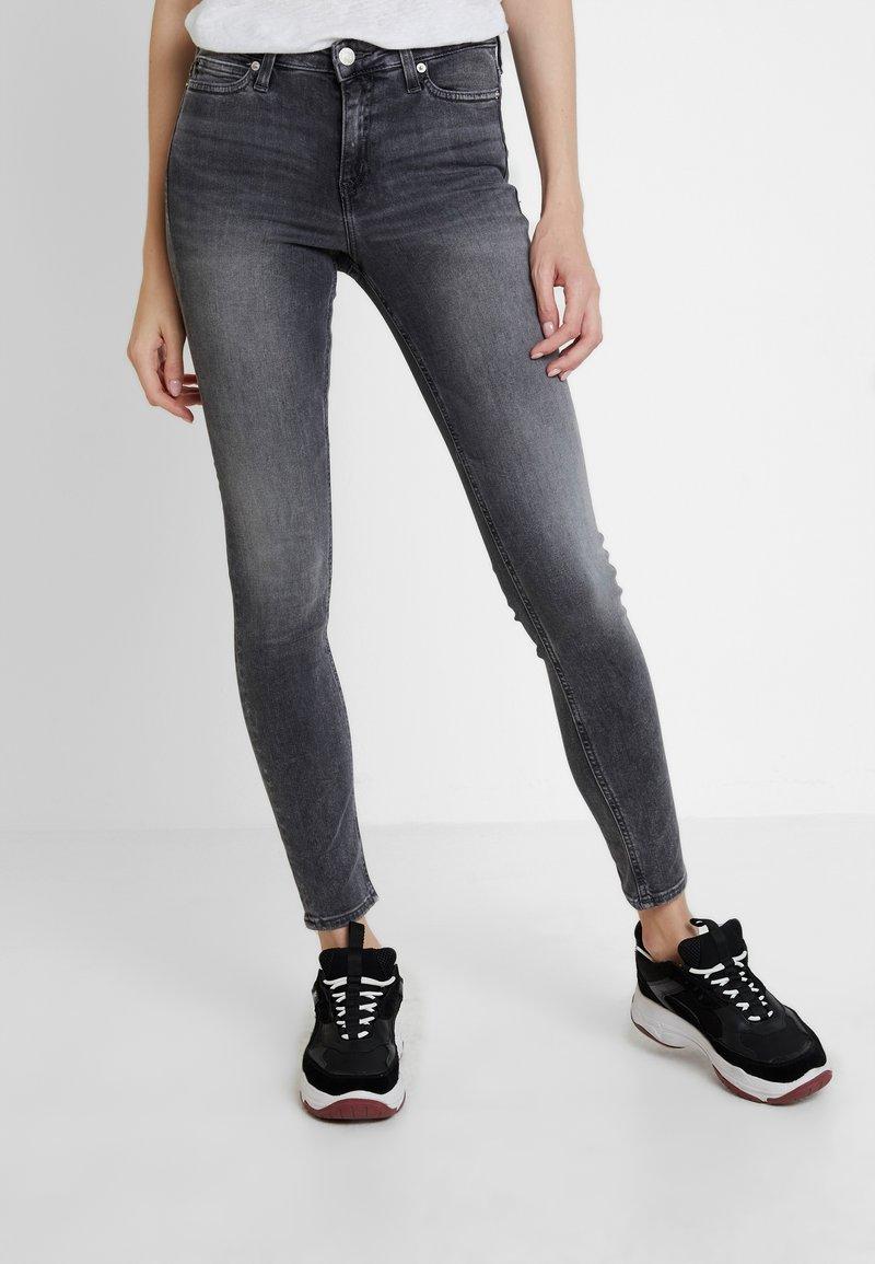 Calvin Klein Jeans - CKJ 001 SUPER SKINNY - Jeans Skinny Fit - emmet grey