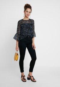 Calvin Klein Jeans - CKJ 001 SUPER SKINNY - Jeans Skinny - black enzyme - 1