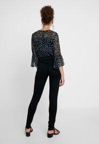 Calvin Klein Jeans - CKJ 001 SUPER SKINNY - Jeans Skinny - black enzyme - 2