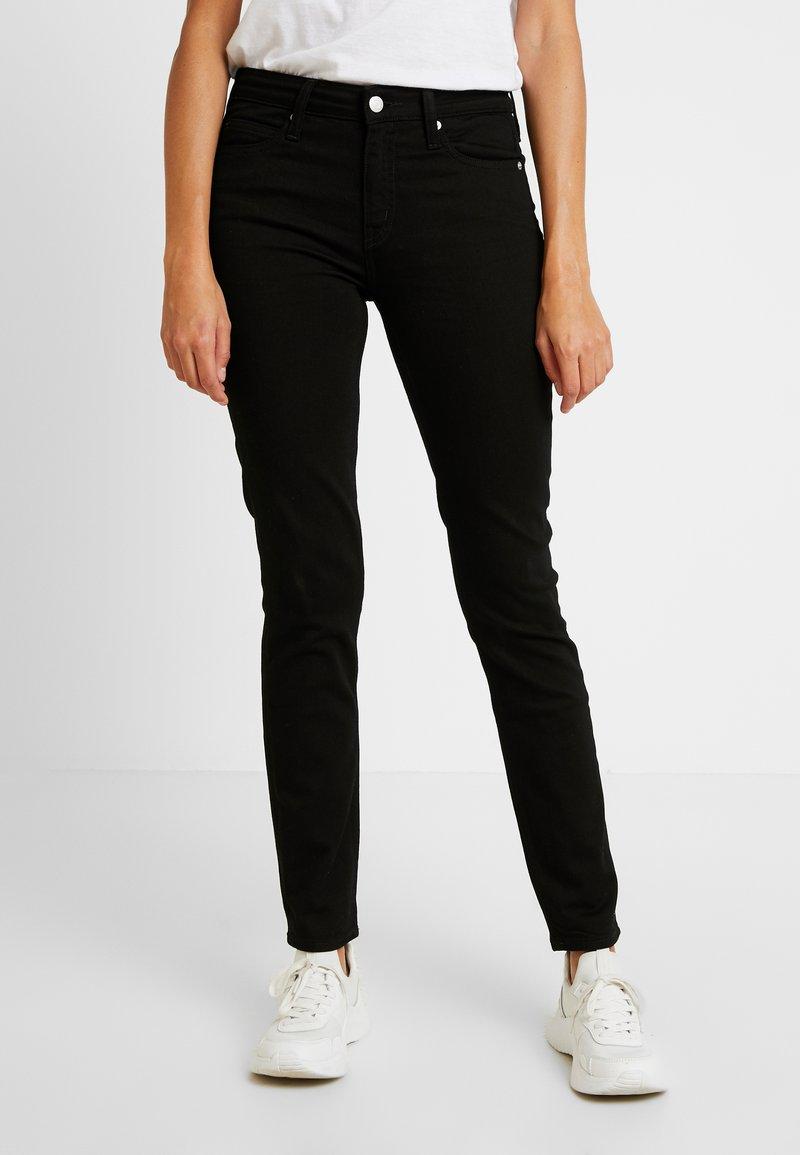 Calvin Klein Jeans - MID RISE - Jeans Skinny Fit - eternal black