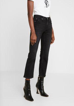 MID RISE CROP FLARE - Široké džíny - ca100 black