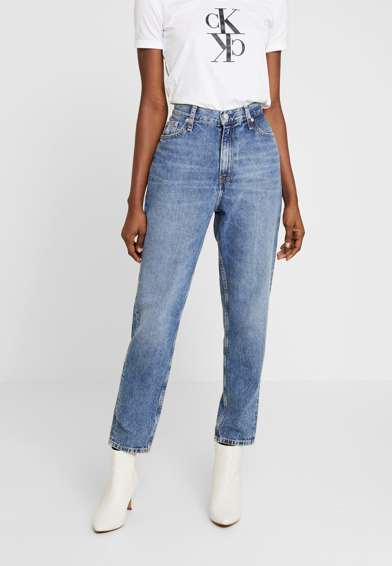 Calvin Klein Jeans - MOM JEAN - Relaxed fit jeans - ca050 mid blue