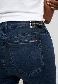 Calvin Klein Jeans - SUPER SKINNY - Jeans Skinny - blue black - 3