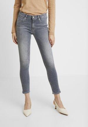 MID RISE SKINNY ANKLE - Jeans Skinny Fit - horizon grey split