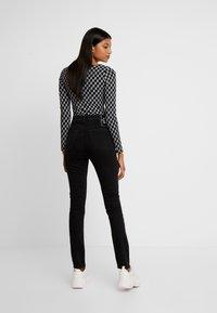 Calvin Klein Jeans - Jeans Skinny - washed black - 2