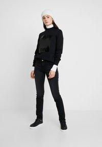 Calvin Klein Jeans - MID RISE SLIM - Jean slim - black - 1