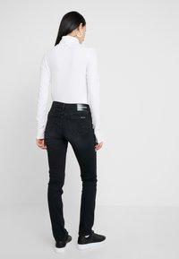 Calvin Klein Jeans - MID RISE SLIM - Jean slim - black - 2