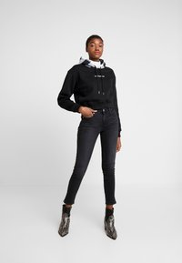 Calvin Klein Jeans - CKJ MID RISE SKINNY - Jeans Skinny Fit - black - 1