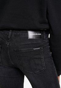 Calvin Klein Jeans - CKJ MID RISE SKINNY - Jeans Skinny Fit - black - 5