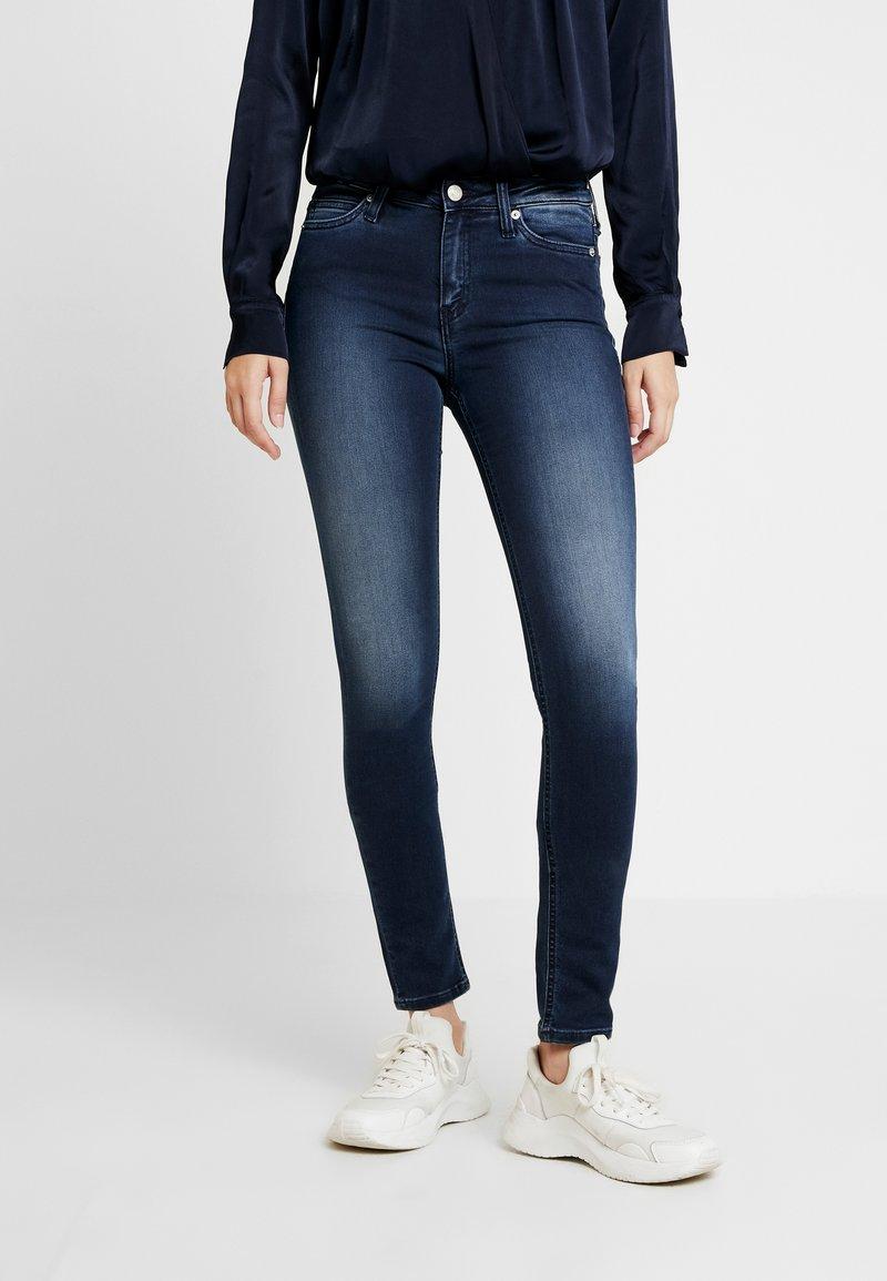 Calvin Klein Jeans - CKJ 001 SUPER SKINNY - Jeans Skinny Fit - blue/black
