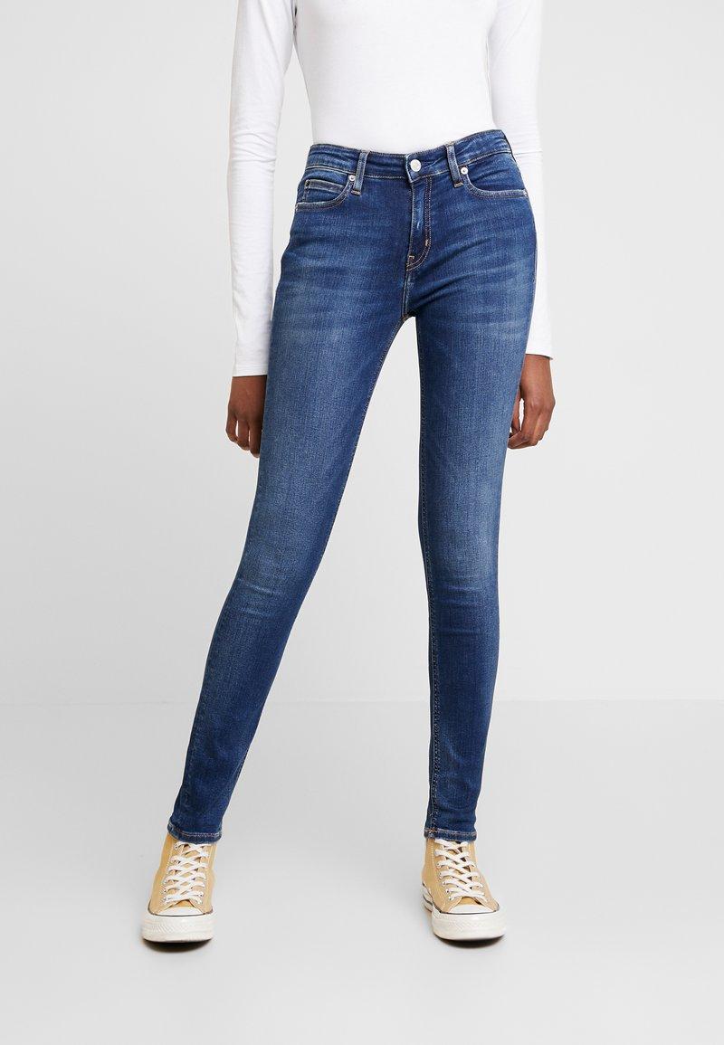 Calvin Klein Jeans - MID RISE SKINNY - Jeans Skinny Fit - blue dark