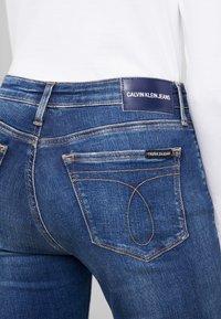 Calvin Klein Jeans - MID RISE SKINNY - Jeans Skinny Fit - blue dark - 5