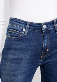 Calvin Klein Jeans - MID RISE SKINNY - Jeans Skinny Fit - blue dark - 3