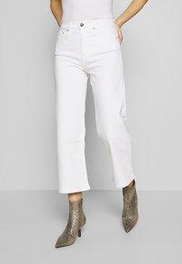 Calvin Klein Jeans - WIDE LEG - Široké džíny - white - 0
