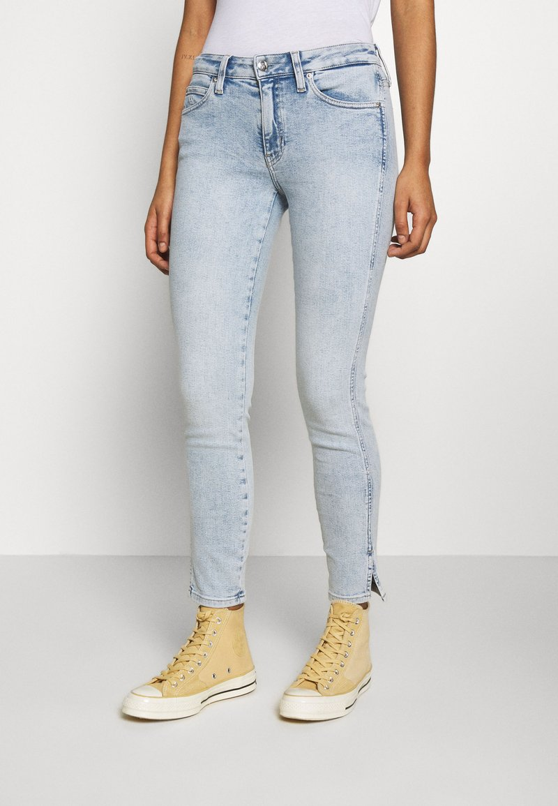 Calvin Klein Jeans - MID RISE SKINNY ANKLE - Jeans Skinny Fit - bleach blue