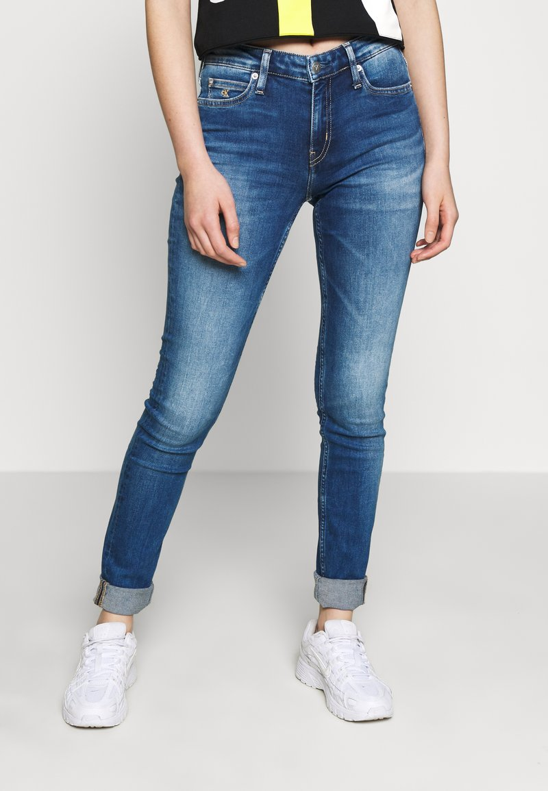 Calvin Klein Jeans - MID RISE - Jeans Skinny Fit - bright blue
