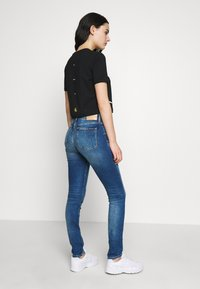Calvin Klein Jeans - MID RISE - Jeans Skinny Fit - bright blue - 2