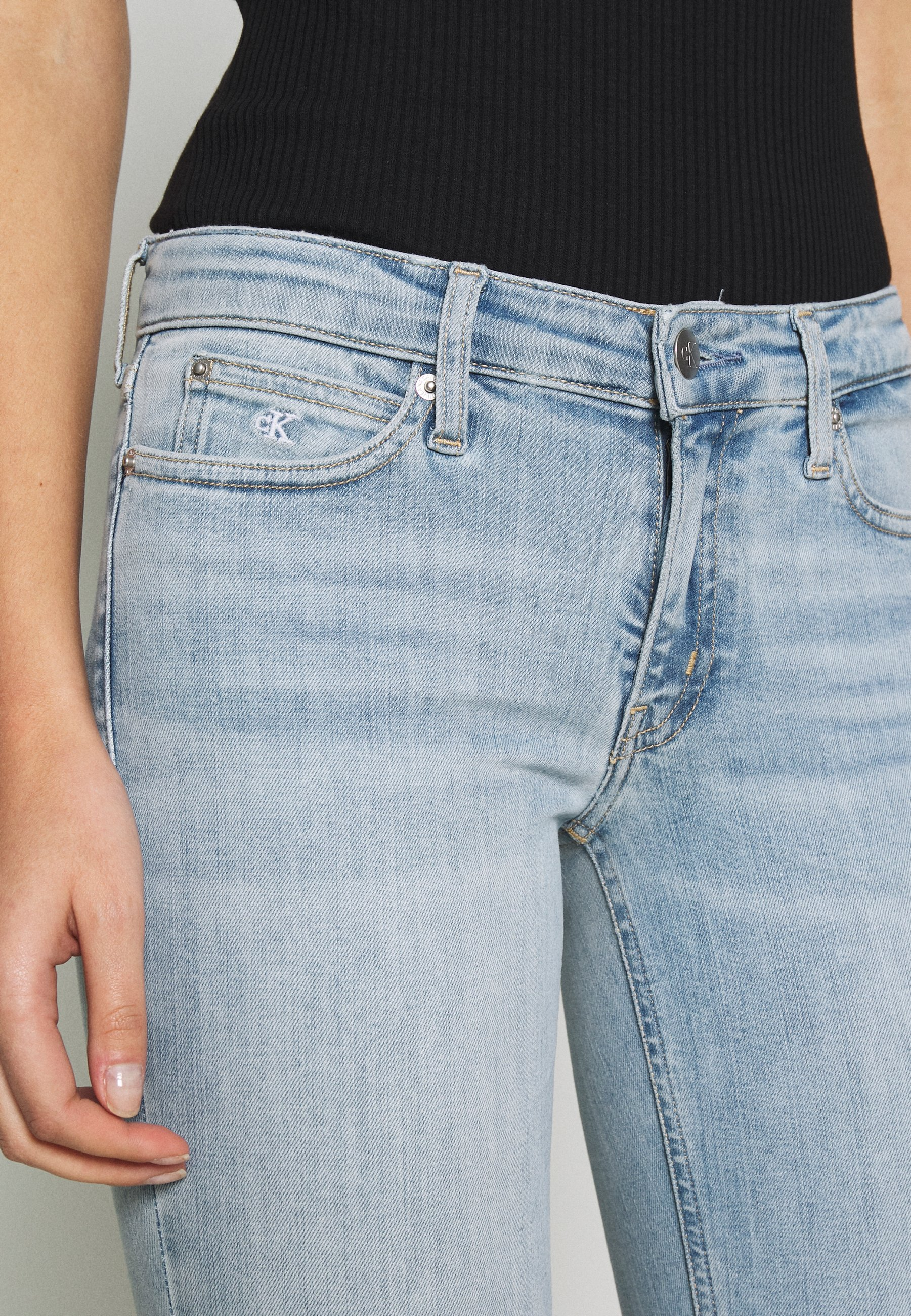 Calvin Klein Jeans LOW RISE SKINNY - Jeansy Skinny Fit - bleached blue