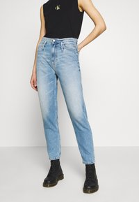 Calvin Klein Jeans - CK ONE MOM ANKLE - Relaxed fit jeans - light blue - 0