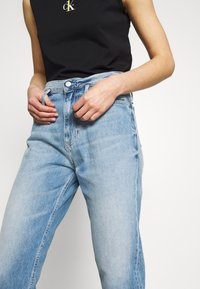 Calvin Klein Jeans - CK ONE MOM ANKLE - Relaxed fit jeans - light blue - 4