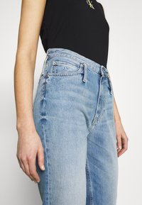 Calvin Klein Jeans - CK ONE MOM ANKLE - Relaxed fit jeans - light blue - 6