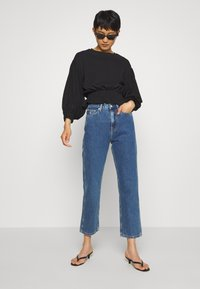 Calvin Klein Jeans - HIGH RISE STRAIGHT ANKLE - Jeansy Straight Leg - ab076 icn light blue - 1