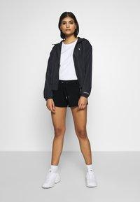 Calvin Klein Jeans - STRIPE LOGO JOGGING - Shorts - black - 1