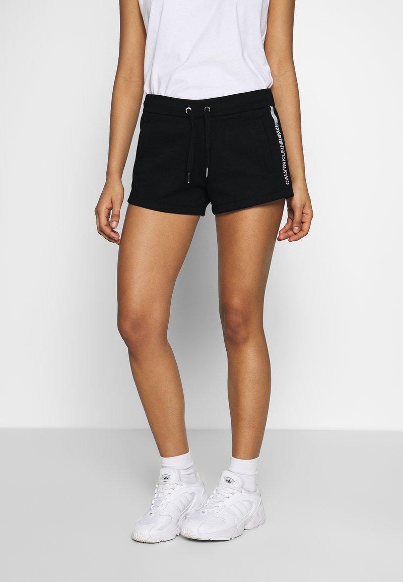 Calvin Klein Jeans - STRIPE LOGO JOGGING - Shorts - black