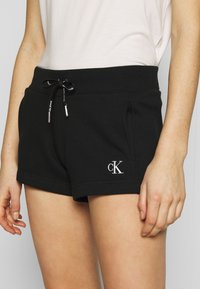 Calvin Klein Jeans - CK EMBROIDERY REGULAR SHORT - Shorts - black - 4