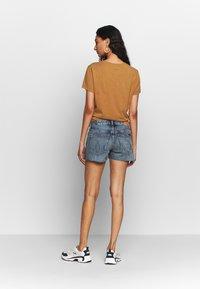 Calvin Klein Jeans - MID RISE SHORT - Jeans Shorts -  light blue - 2