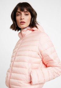 Calvin Klein Jeans - PADDED PUFFER WITH LOGO BINDING - Light jacket - blossom - 3