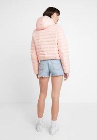 Calvin Klein Jeans - PADDED PUFFER WITH LOGO BINDING - Lehká bunda - blossom - 2