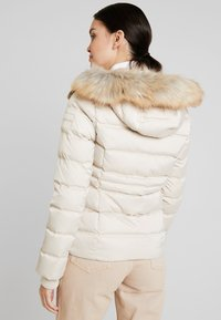 Calvin Klein Jeans - FITTED PUFFER - Doudoune - bleached sand - 2