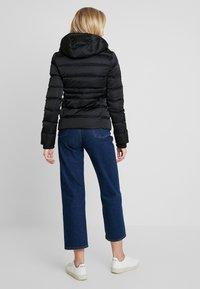 Calvin Klein Jeans - FITTED PUFFER - Dunjakke - black - 3