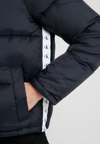 Calvin Klein Jeans - MONOGRAM TAPE PUFFER - Veste d'hiver - black - 5
